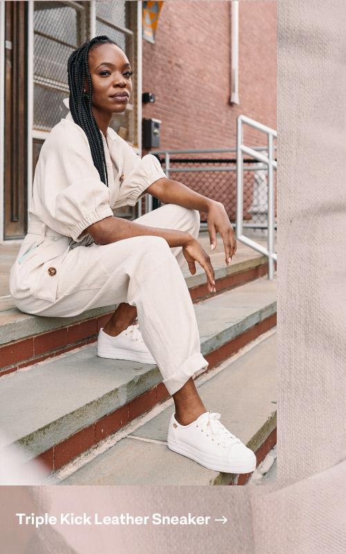 Michelle remet en question le statu quo à Somerville, MA, dans des espadrilles blanches Triple Kick